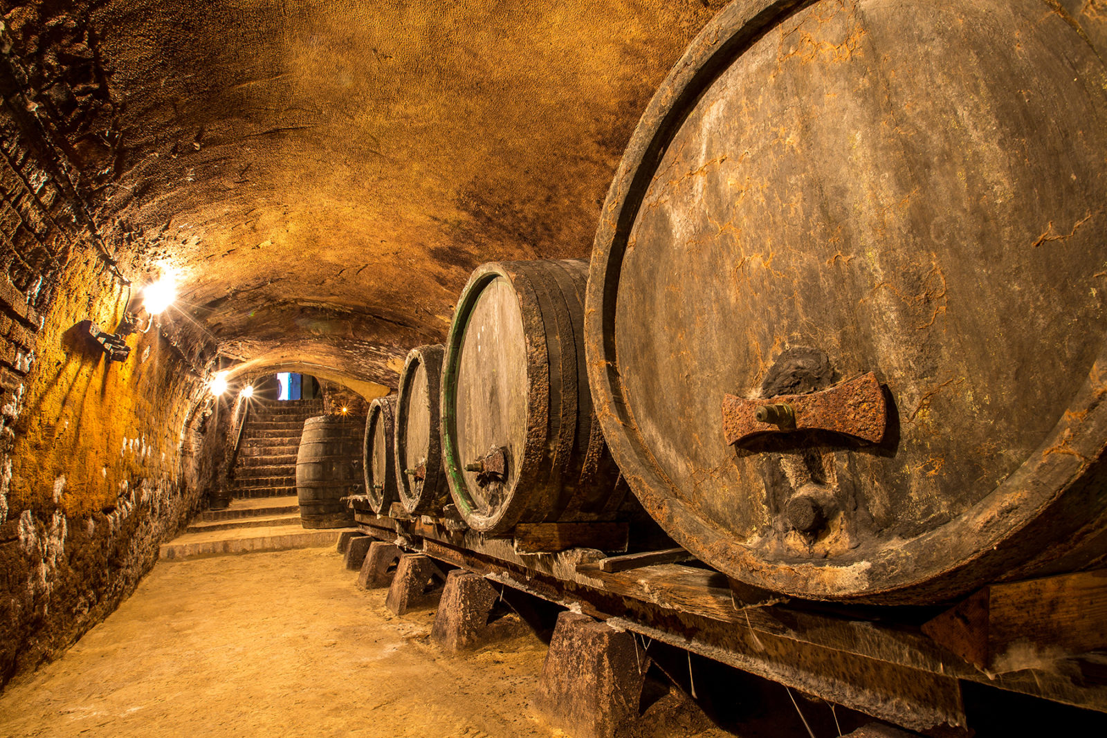 how are whisky casks made